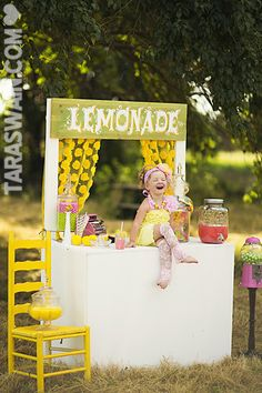 Lemonade Stand Photo Session Idea | Props | Prop Ideas | Summer | Outdoor | Child Photography | Mini Session