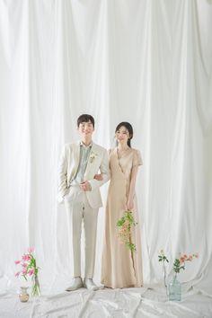 Pre Wedding Photoshoot, Wedding Poses, Wedding Shoot, Wedding Couples, Wedding Ideas, Disney Wedding Dresses, Pakistani Wedding Dresses, White Wedding Dresses, Marriage Poses