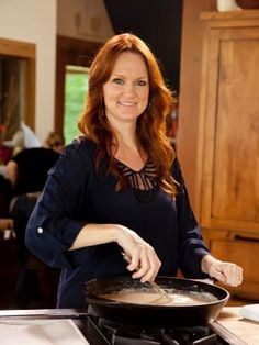 The Pioneer Woman : Ree Drummond, also known as The Pioneer Woman (the name of her popular blog), prepares chicken-fried steak, gravy, mashed potatoes and marinated tomato salad on her new Food Network show.
