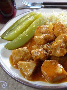 Klasyczny gulasz wieprzowy   sio-smutki! Monika od kuchni Great Recipes, Healthy Recipes, Healthy Food, Cucumber, Seafood, Chicken, Dinner, Cooking, Ethnic Recipes