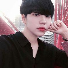[Ulzzang icons ]♡ - D 0 C 3 - Wattpad Cute Asian Guys, Cute Korean Boys, Pretty Asian, Asian Boys, Korean Boys Ulzzang, Ulzzang Couple, Ulzzang Boy, Korean Men, Beautiful Boys
