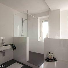 Komplettes bad auf ganz wenig raum mit badewanne und dusche in einem dank twinline 2 - Badezimmer zonen ...