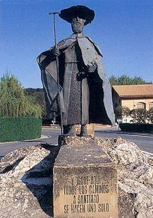 Statue de pèlerin à Puente la Reina. Les pèlerins de Saint-Jacques-de-Compostelle se sont vu attribuer plusieurs noms selon les époques. Le plus connu est « Jacquet » (étymologiquement : celui qui va à Saint-Jacques). Le mot « Romieu » désigne à l'origine le pèlerin se rendant à Rome, autre grand pèlerinage du Moyen Âge. Le terme a également été utilisé pour d'autres pèlerinages et, suivant les époques, fut également donné aux pèlerins de Saint-Jacques-de-Compostelle.