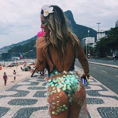 More ideas about Festival Make-up, Festival clothes and Festival design. Festival Looks, Rave Festival, Festival Wear, Festival Fashion, Coachella Fashion Outfits, Edm Outfits, Make Carnaval, Festival Sunglasses, Music Festival Outfits
