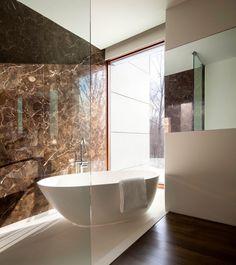 Una Casa en El Bosque / William Reue Architecture