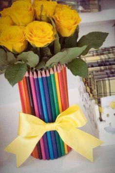 Centro de mesa com lápis - lindo e diferente | Macetes de Mãe