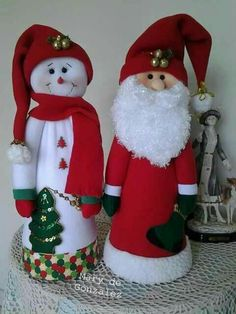 Santa y ssNieve Christmas Sewing, Felt Christmas, Country Christmas, Christmas Projects, Vintage Christmas, Christmas Time, Christmas Ornaments, Fabric Christmas Trees, Christmas Material