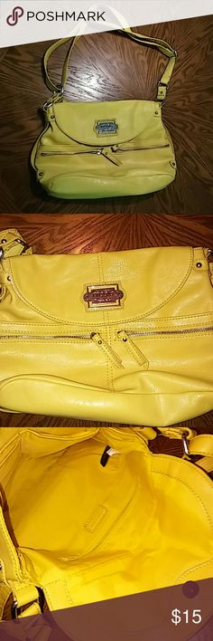 Nicole Miller Hand Bag Gently used. Like new. Nicole Miller Bags Shoulder Bags