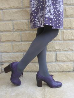 Opaques should always harmonise with shoes and lower garment if you fancy coloured ones. Tights Outfit Winter, Grey Leggings Outfit, Colored Tights Outfit, Purple Tights, Grey Tights, Tights And Boots, Opaque Tights, Fall Winter Outfits, Coloured Tights