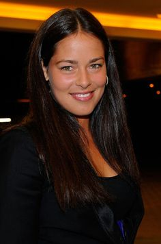 Ana Ivanovic Long Center Part - Ana Ivanovic let her natural gorgeousness shine through with this minimally styled center-parted 'do.