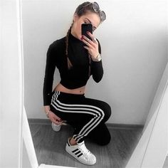 Fashion, adidas outfit y adidas shoes women. Pastel Outfit, Teen Fashion, Runway Fashion, Womens Fashion, Fashion Tips, Fashion 2017, Fashion Shoes, Sporty Outfits, Fall Outfits