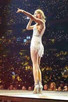 Sexy Legs Taylor Swift Hot Girl 1989 World Tour: Ottawa, Ontario Taylor Swift Legs, Taylor Swift Concert, Taylor Swift Style, Taylor Swift Pictures, Taylor Alison Swift, Beautiful Celebrities, Beautiful Women, Miss Americana, Live Taylor