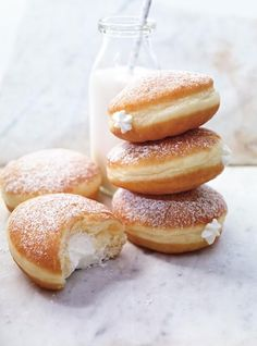 Donuts stuffed with whipped cream Recipes Delicious Donuts, Delicious Desserts, Yummy Food, Donut Recipes, Baking Recipes, Dessert Recipes, Nutella Recipes, Recipes With Whipping Cream, Cream Recipes