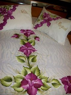 Are you show your bedroom wonderful? you make the your bedsheet themselves. We provide the ideas of fiber work so plz visit my web site and learn this work. Fabric Painting On Clothes, Painted Clothes, Bed Sheet Painting Design, Bed Cover Design, Designer Bed Sheets, Floral Bedspread, Hand Painted Dress, Fabric Paint Designs, Small Canvas Art