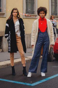 Beim Betrachten der Street-Styles könnte man meinen, die Stadt sei fest in der Hand eines einzigen Labels: Denn Gucci-Looks dominieren die Looks auf den Straßen!