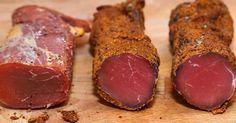 Echipa Bucătarul.tvvă oferă o rețetă grozavă de aperitiv delicios de mușchiuleț de porc. Această pastramă de casă este crud uscată și reprezintă o adevărată delicatesă pentrumasa de sărbătoare. Mușchiulețul de porc se prepară foarte simplu, dar arată de milioane și are un gust inconfundabil. Vă provocăm să încercați această rețetă minunată! Echipa Bucătarul.tv vă dorește … Romania Food, Homemade Sausage Recipes, Smoking Meat, Bon Appetit, Prosciutto, Carne, Deserts, Food Porn, Food And Drink