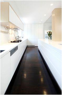 Dark Kitchen Floors, Wood Floor Kitchen, Dark Wood Floors, Farmhouse Sink Kitchen, Kitchen Flooring, Hardwood Floor, Dark Hardwood, Narrow Kitchen, Sol Sombre