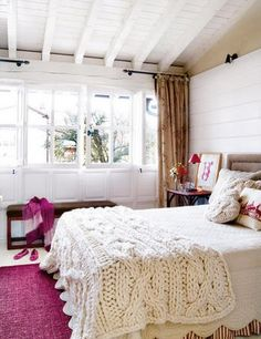 love the color pallette, tan white and pink