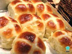 Aprende a preparar bollos suizos caseros con esta rica y fácil receta. Lo que conocemos como bollos suizos son unos panecillos dulces, de masa y consistencia suave,...