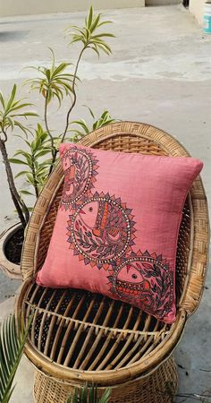 Fabric Painting, Diy Painting, Fabric Artwork, Madhubani Art, Madhubani Painting, Traditional Paintings, Traditional Art, Traditional Cushions, Traditional Cushion Covers