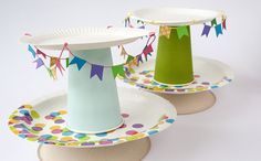 Paper Cake Stand Use paper plates to make a cake stand. Tutorial in Swedish. Crafts For Kids, Diy Crafts, Paper Cake, Cake Plates, Party Plates, Party Gifts, Party Time, Birthday Parties, Crafty