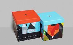Die Aufbewahrungsboxen Foxes, for him (2-er Set, inkl. Deckel) aus der LIMITED EDITION wurden gemeinsam mit der Firma Kazeto (seit 1925 Hersteller von qualitativen Produkten aus Hartpappe) entwickelt und passen perfekt zu den Tapeten und anderen Accessoires aus der Kollektion Foxes, for him.