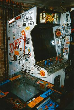 """""""Bring back the arcade!"""" Old Double Dragon cabinet. Images Vintage, Retro Vintage, Photo Wall Collage, Picture Wall, Retro Wallpaper, Iphone Wallpaper, Fille Gangsta, Grunge Photography, Retro Photography"""