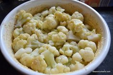 Conopida la cuptor cu smantana si cascaval | Savori Urbane Broccoli, Cauliflower, Vegetables, Food, Salads, Cauliflowers, Veggies, Vegetable Recipes, Meals