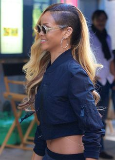 Rihanna heading to a commercial shoot in NYC - May 2013 Best Of Rihanna, Looks Rihanna, Rihanna Riri, Rihanna Style, Hair Color For Black Hair, Love Hair, Rihanna Sunglasses, Braids With Shaved Sides, Short Natural Haircuts