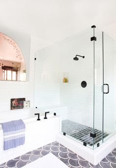 Spanish House - Emily Henderson - Home Decorations Spanish Bathroom, Spanish Style Bathrooms, Spanish Style Homes, Spanish House, Master Bathroom, Bathroom Black, Bad Inspiration, Bathroom Inspiration, Bathroom Ideas