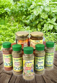 A collection of natural food condiments and complements that add pizzazz to any meal. Contains gourmet seasonings, stock and mustard. A gift set for foodies. Natural Products, Pure Products, Stock Cubes, Aromatic Herbs, Gourmet Gifts, Gift Boxes, Gifts For Family, Basil, Mustard