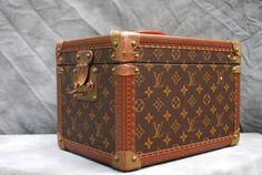 Vintage Louis VUITTON beauty case in MINT condition