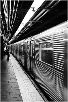 Some nice black and white New York street photography. Black and white New York photography. Nyc Subway, New York Subway, Black And White Picture Wall, Black N White, Black And White Pictures, Urban Photography, Street Photography, Travel Photography, Amazing Photography