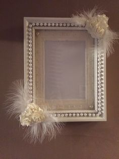 Wedding picture frame in white and Ivory. Flowers, pearls and feathers. Can be used for table numbers or larger one for table plan. Picture Frame Wreath, Picture Frame Crafts, Wedding Picture Frames, White Picture Frames, Shabby Chic Photo Frames, Diy Wreath, Wreaths, Wooden Picture, Old Frames
