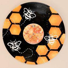 Record Wall Art, Cd Wall Art, Art Cd, Record Crafts, Bee Painting, Diy Canvas Art, Vinyl Art, Vinyl Records, Hand Painted