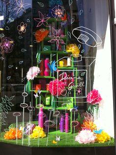 http://creativabuscaproyecto.blogspot.com.es/2014/03/escaparate-tienda-de-estetica-diana.html Escaparate tienda de Estètica