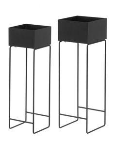 <p>Moderni ja linjakas 4Living kukkalaatikko, 2kpl/setti. Materiaalina metalli, värivaihtoehtoina musta ja valkoinen.</p>