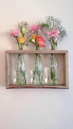 Pallet wood and glass coke bottles used to create a wall mounted vase! - basteln - Pallet wood and glass coke bottles used to create a wall mounted vase! Glass Coke Bottles, Glass Bottle Crafts, Bottle Art, Juice Bottles, Diy Projects With Glass Bottles, Recycled Glass Bottles, Glass Jars, Beer Bottle, Wood Crafts