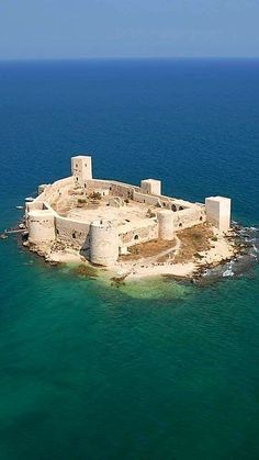 amazing travel destinations bucket list worldwide that will inspire your wand., 20 amazing travel destinations bucket list worldwide that will inspire your wand., 20 amazing travel destinations bucket list worldwide that will inspire your wand. Castle Ruins, Castle House, Medieval Castle, Abandoned Castles, Abandoned Places, Bucket List Destinations, Travel Destinations, Beautiful Castles, Beautiful Places