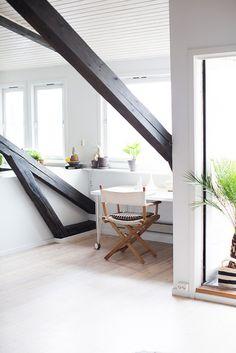bright #attic #workspace(viadesiretoinspire/Margrethe Myhrer)