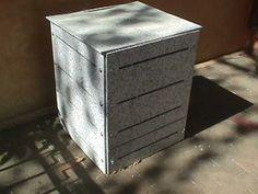 bote para composta con tablas de plastico reciclado Recycled Plastic Furniture, Outdoor Furniture, Outdoor Decor, Outdoor Storage, Recycling, Ideas, Home Decor, Canisters, Boards