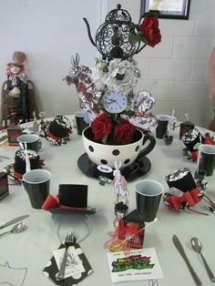 We 39 re all quite mad here an alice in wonderland mad hatter party eerste communie - Ideeen decor ...