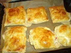 Ham and cheese puff pastry pockets - recipe- Schinken-Käse-Blätterteigtaschen – Rezept The perfect ham-cheese-puff pastry recipe with simple step-by-step instructions: For filling cream cheese, if necessary with a dash … - Finger Food Appetizers, Finger Foods, Appetizer Recipes, Snacks Pizza, Puff Pastry Recipes, Puff Recipe, Ham And Cheese, Sandwich Recipes, Pizza Recipes