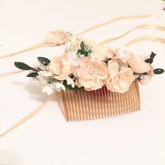 Handmade flower crown from Vienna. ❤ Exclusive custom made wedding crowns for brides ❤ Blumenkranz handgemacht in Wien anfertigen lassen. Winter Wedding Hair, Boho, Handmade Flowers, Flower Crown, Wedding Hairstyles, Bridesmaid, Design, Floral Wreath, Getting Married