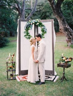 Window pane ceremony backdrop | Erika Delgado Photography | see more on: http://burnettsboards.com/2014/12/fall-romance-florida/