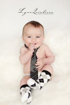 This just make want a boy.  Such a cute idea for baby photos - love, love, love the tie!