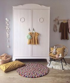 Love the mustard with the grey walls in this #kidsroom