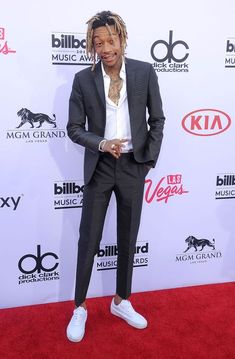 """Exclusive video premiere of """"Elevated,"""" the second single from Wiz Khalifa's latest mixtape! Big Men Fashion, Mens Fashion Suits, Mens Suits, Casual Dress Code For Men, Men Casual, Wiz Khalifa, Mode Masculine, The Wiz, Turtleneck Suit"""