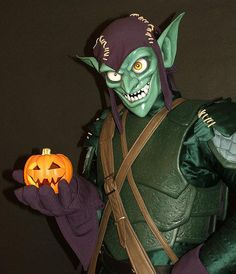 This is my Green Goblin costume I finally finished back in September. It you guys didn't think I was a bit obsessed with Goblin before, then I guess thi. Epic Cosplay, Marvel Cosplay, Cosplay Ideas, Green Goblin Costume, Green Goblin Spiderman, Top Villains, Hobgoblin, Horror Show, Spider Verse