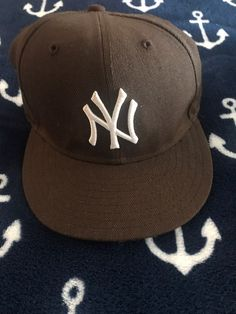Custom Fitted Hats, Fitted Caps, Quince Gifts, Streetwear Hats, Baseball Cap Outfit, Yankees Hat, Skate Style, Cute Hats, Outfits With Hats